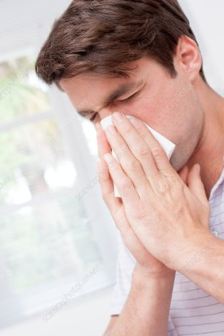 F0184911-Man_blowing_nose_on_tissue