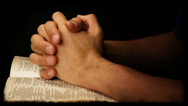 praying-hands-on-scripture